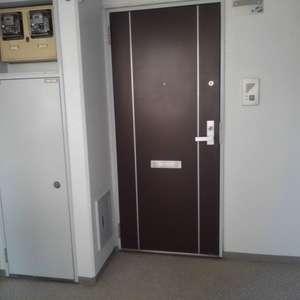 コスモ西落合(3階,)のフロア廊下(エレベーター降りてからお部屋まで)