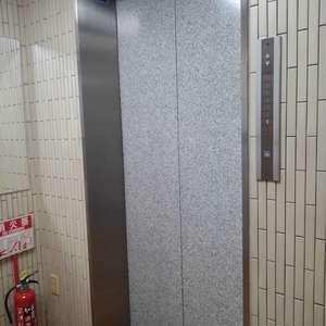 コスモ西落合のエレベーターホール、エレベーター内