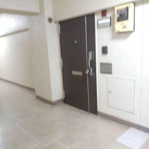 豊島ハイツ(7階,2180万円)のフロア廊下(エレベーター降りてからお部屋まで)