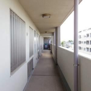 ハウス中野(4階,)のフロア廊下(エレベーター降りてからお部屋まで)