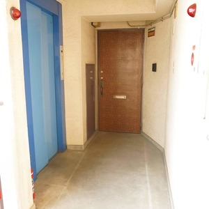 ネオハイツ田町(7階,)のフロア廊下(エレベーター降りてからお部屋まで)
