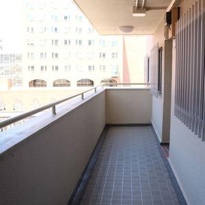 ファミール本郷(6階,)のフロア廊下(エレベーター降りてからお部屋まで)