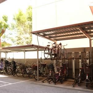 ファミール本郷の駐輪場