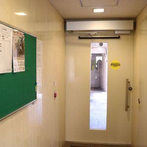 ファミール本郷のエレベーターホール、エレベーター内