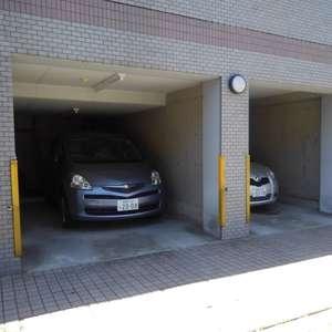 ボヌール目白台の駐車場