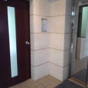ボヌール目白台(1階,)のフロア廊下(エレベーター降りてからお部屋まで)