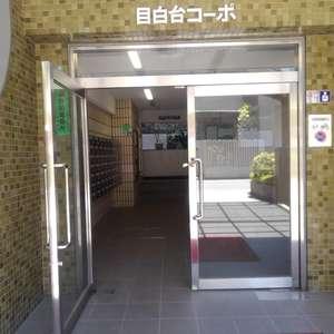目白台コーポのマンションの入口・エントランス