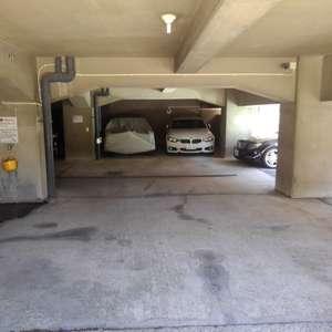 シャンボール第2目白の駐車場
