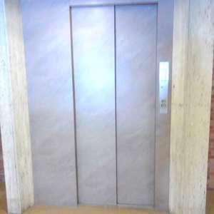 シャンボール第2目白のエレベーターホール、エレベーター内