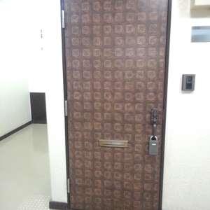 シャンボール第2目白(2階,2780万円)のフロア廊下(エレベーター降りてからお部屋まで)
