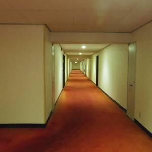 ブロードウェイ(6階,)のフロア廊下(エレベーター降りてからお部屋まで)