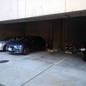 メゾンドール高田馬場の駐車場