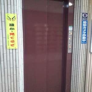 メゾンドール高田馬場のエレベーターホール、エレベーター内