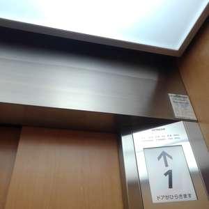 高田馬場リハイムのエレベーターホール、エレベーター内
