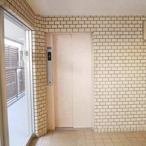 トーア第2亀戸マンションのエレベーターホール、エレベーター内