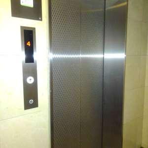 エクセレント新井薬師前のエレベーターホール、エレベーター内
