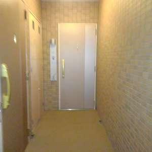 エクセレント新井薬師前(2階,)のフロア廊下(エレベーター降りてからお部屋まで)