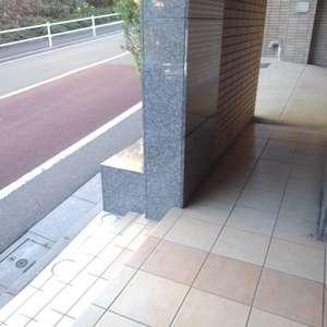 エクセレント新井薬師前のマンションの入口・エントランス