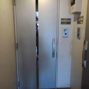 ブライズ新宿中井(5階,2898万円)のフロア廊下(エレベーター降りてからお部屋まで)