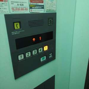 ブライズ新宿中井のエレベーターホール、エレベーター内