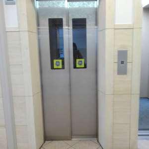 ライオンズタワー池袋のエレベーターホール、エレベーター内