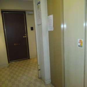 東池袋ハイツ弐番館(13階,)のフロア廊下(エレベーター降りてからお部屋まで)