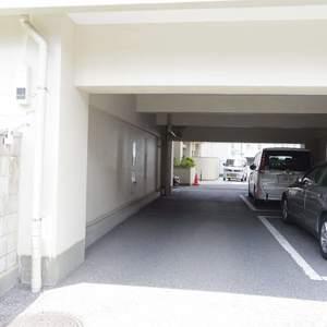中野スカイハイツの駐車場