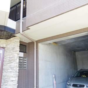 スカーラ中野新井の駐車場