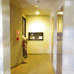 スカーラ中野新井の共用ロビー