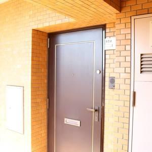 三井音羽ハイツ(8階,4690万円)のフロア廊下(エレベーター降りてからお部屋まで)