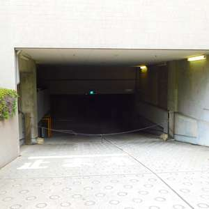 西早稲田シティタワーの駐車場