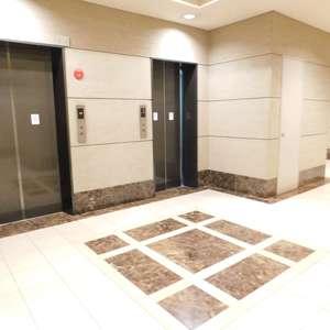 西早稲田シティタワーのエレベーターホール、エレベーター内