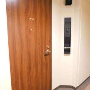 西早稲田シティタワー(14階,5980万円)のフロア廊下(エレベーター降りてからお部屋まで)