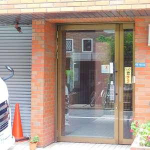 西早稲田ハイツのマンションの入口・エントランス