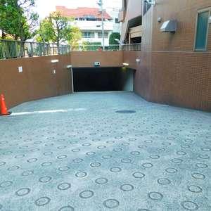 池袋パークタワーの駐車場
