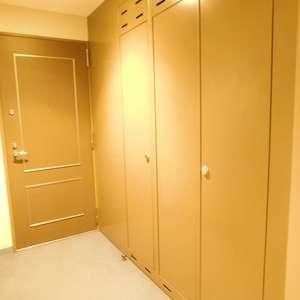 池袋パークタワー(23階,)のフロア廊下(エレベーター降りてからお部屋まで)