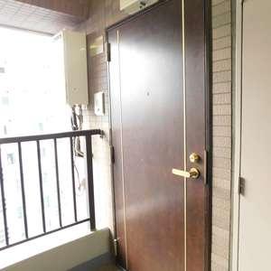 ステージファースト目白(12階,)のフロア廊下(エレベーター降りてからお部屋まで)