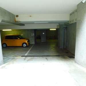 ステージファースト目白の駐車場