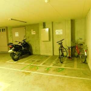 ステージファースト目白の駐輪場