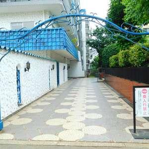 秀和大山レジデンスのマンションの入口・エントランス