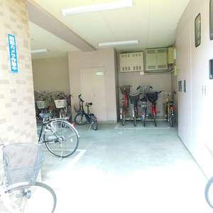 ナイスアーバン池袋山手通りの駐輪場