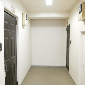 パシフィックパレス元浅草(6階,)のフロア廊下(エレベーター降りてからお部屋まで)