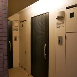 プレスト・アイディ秋葉原(2階,)のフロア廊下(エレベーター降りてからお部屋まで)