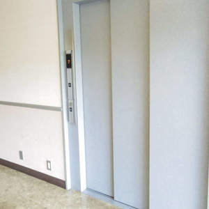 パシフィック松が丘のエレベーターホール、エレベーター内