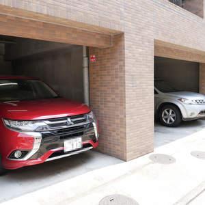 ライオンズマンション日本橋浜町第2の駐車場