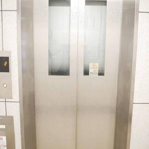 ライオンズマンション日本橋浜町第2のエレベーターホール、エレベーター内