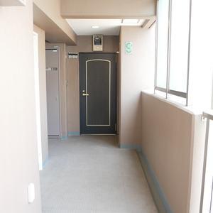 ライオンズマンション日本橋浜町第2(9階,5480万円)のフロア廊下(エレベーター降りてからお部屋まで)