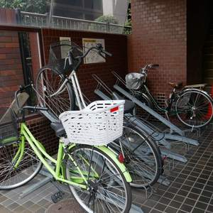 日本橋小網町ハイツの駐輪場