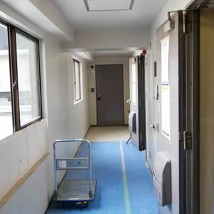 日本橋小網町ハイツ(8階,)のフロア廊下(エレベーター降りてからお部屋まで)