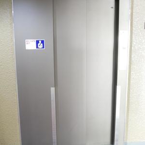 安田小網町マンションのエレベーターホール、エレベーター内